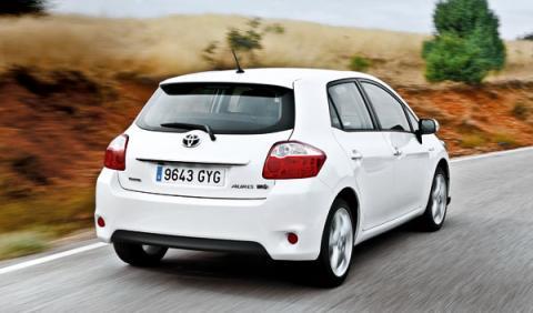Toyota Auris híbrido trasera