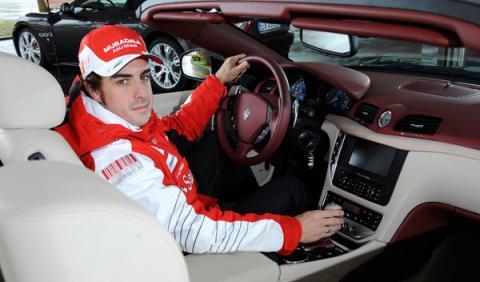 Fotos: Fernando Alonso ya tiene su Maserati GranCabrio