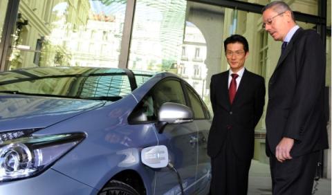 UPyD renuncia a sus coches oficiales