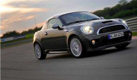 MINI-Coupe-movimiento-delantera