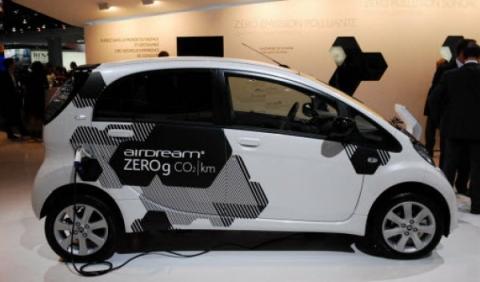 Los taxistas rechazan los eléctricos de alquiler