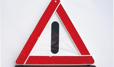 Triángulos de señalización de accidentes, uno de los principales objetos que llevar en el coche