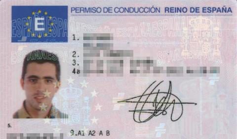Carné de conducir o permiso de conducir, un objeto indispensable que llevar en el coche