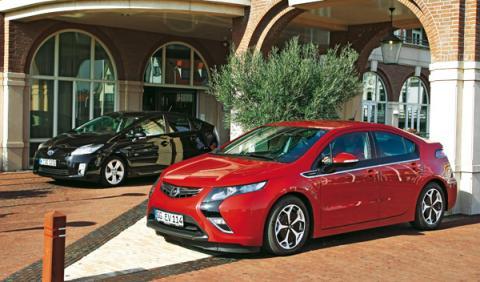 Opel Ampera/Toyota Prius