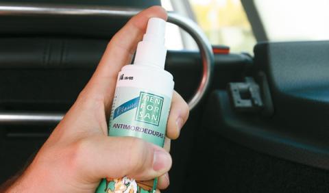Spray aerosol antimordeduras para viajar con el perro el coche