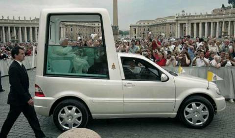 Papamóvil. Visita del Papa Benedicto a Madrid