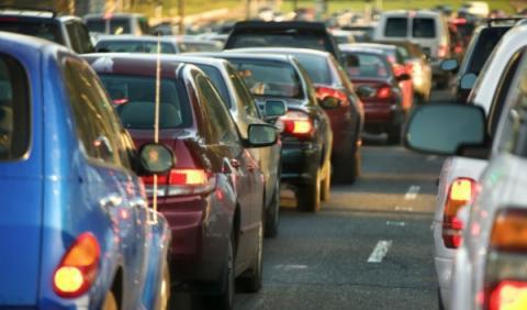 Seis de cada diez españoles acuden al trabajo en su coche