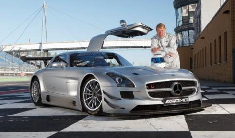 Mika Häkkinen junto al Mercedes SLS AMG GT3 con el que correrá en Zhuhai