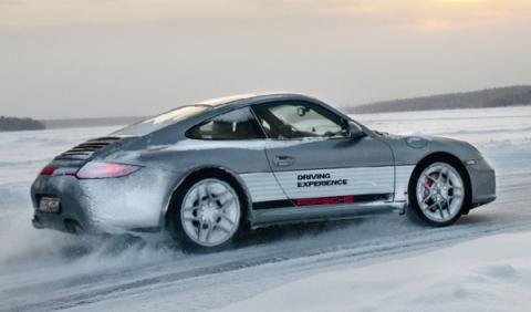 Porsche 911 sobre el hielo