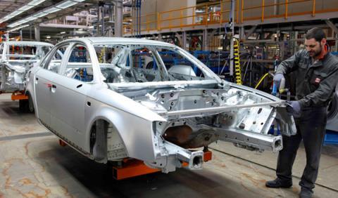 José Manuel Soria impulsará la industria del automóvil