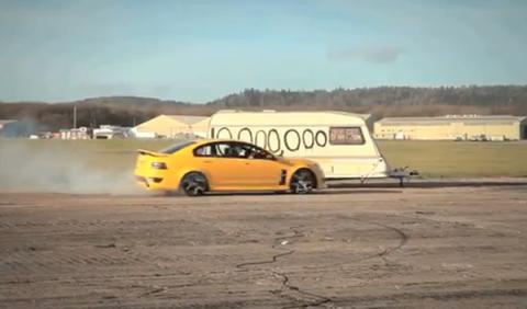 Top Gear celebra sus 10 millones de fans de forma explosiva