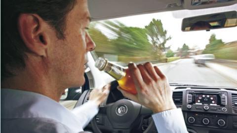 Distracciones al volante: Conócelas y evítalas