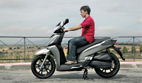 Scooter rueda grande kymco de 125 cc
