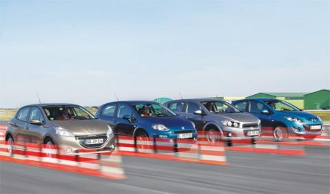 Peugeot 208 y sus rivales dinámica frontal