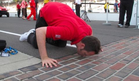 Beso al brickyard de las 500 Millas de Indianápolis 2012