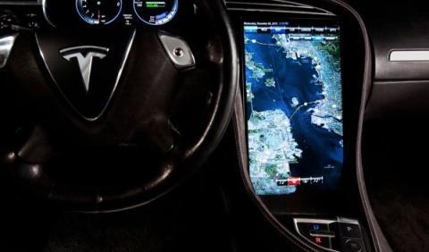 Tesla Model S pantalla 17