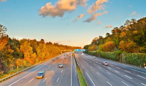 La DGT estudia subir el límite de velocidad en autovía