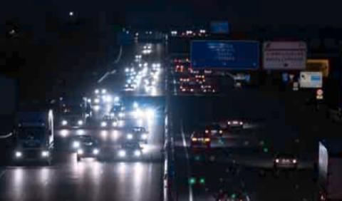 Carretera mal iluminada