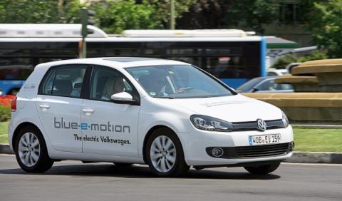volkswagen-golf-eléctrico-delantera
