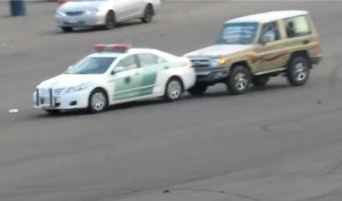 Drifters de Arabia Saudí persiguen a un coche de Policía
