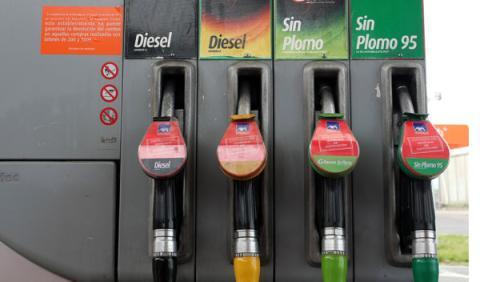 El Gobierno estudia cómo bajar el precio del combustible