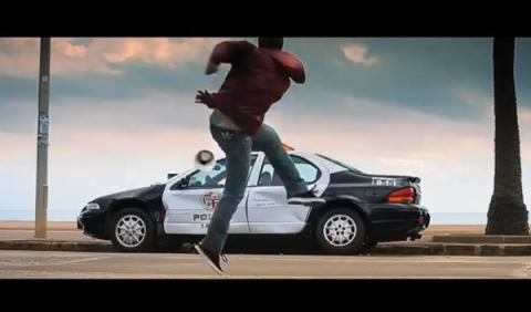 David Villa en Need for Speed: el futbolista destroza un coche de Policía
