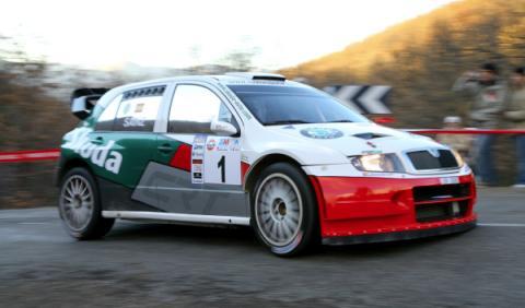 Carlos Sáinz compitiendo con el Skoda Fabia WRC