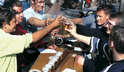 Tres amigos detenidos por dar positivo en alcohol