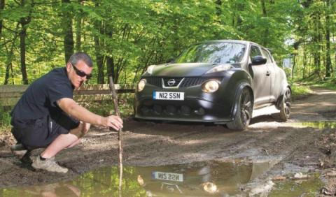 Nissan Juke-R en el infierno verde