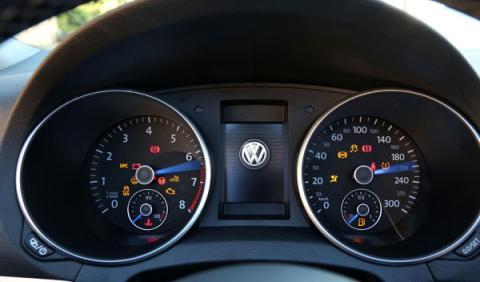 VW Golf R Cabrio relojes