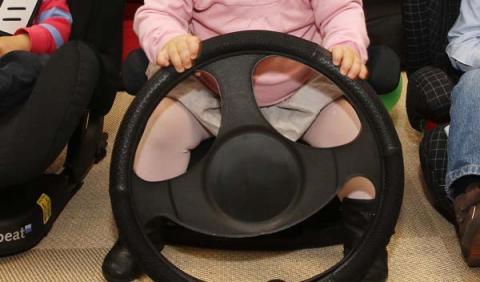 Un niño ruso de ocho años conduce un Audi a más de 100 km/h