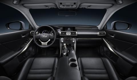 Lexus IS 300h interior