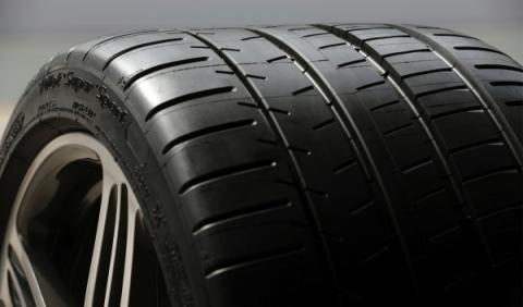 Un millón de conductores circula con neumáticos caducados