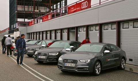 La gama S de Audi nos aguardaba impaciente en el paddock.