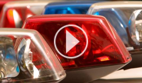 Persecución policial vista desde el casco de un agente