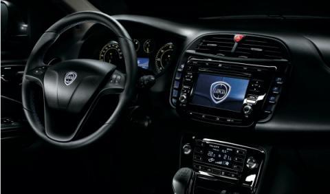 Lancia Delta S interior