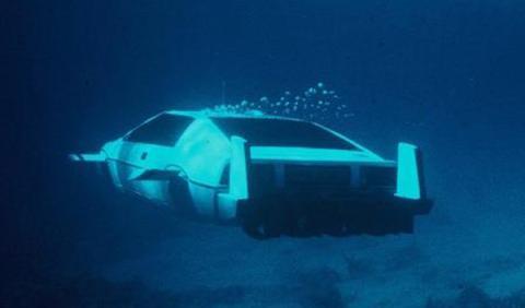 El Lotus Esprit submarino de James Bond saldrá a subasta