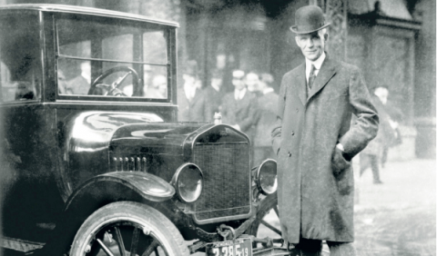 Henry Ford junto al ford t