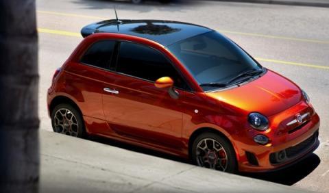 Fiat 500 Cattiva aparcado
