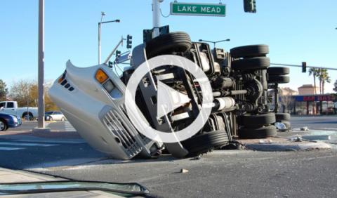 Espectacular accidente: un camión causa 22 muertos
