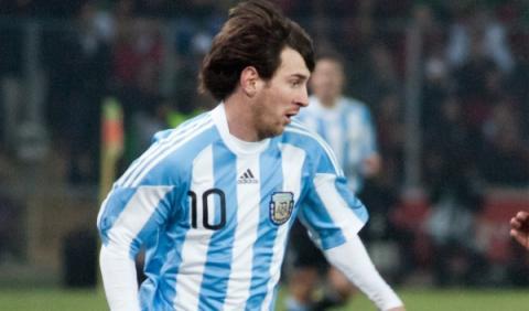Messi, con su hijo sin sillita y sin cinturón en un coche