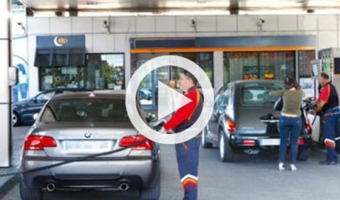 Vídeo: baila breakdance sobre el techo mientras reposta