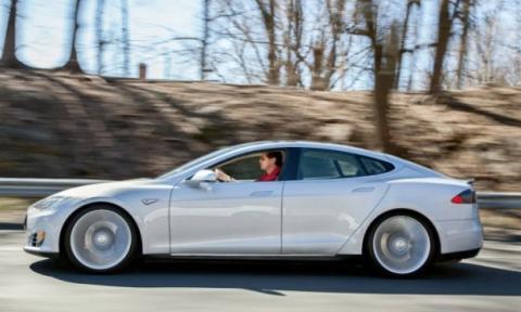 Tesla Model S lateral