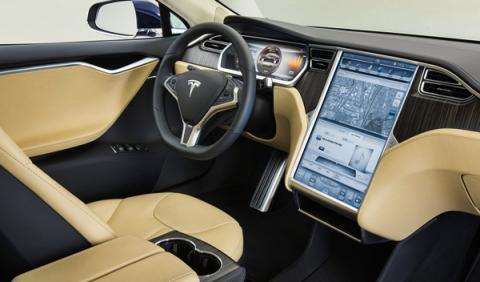 El curioso salpicadero del Tesla Model S. ¿Comprará Apple a Tesla?