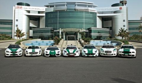 Colección de coches patrulla en Dubai