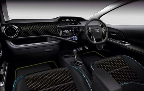 Toyota Aqua Cross Concept interior