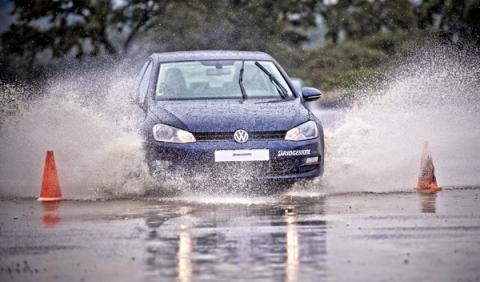 ¿Lluvia? Precaución con los neumáticos