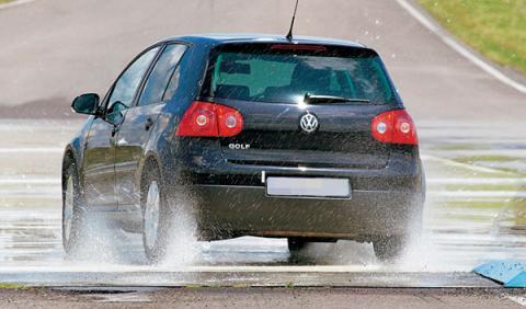 Volkswagen aquaplaning