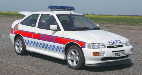 Coches de policía inglesa podrán ir a fondo