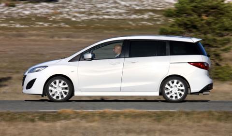 Mazda5 CRTD: Las puertas laterales correderas le dan un punto práctico